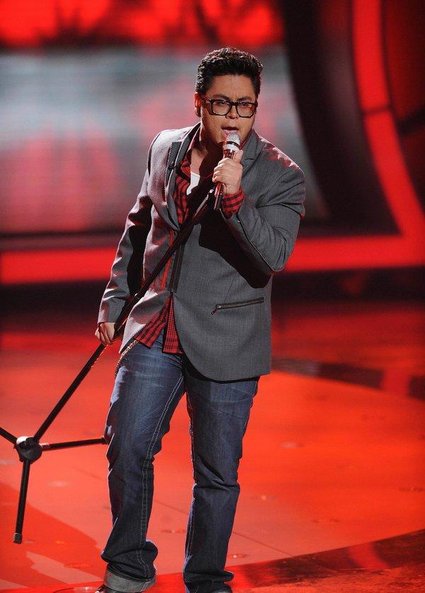 安德鲁·加西亚在2010年的《美国偶像》中表演,他已经拥有网络粉丝的基础。