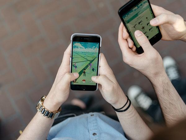 玩家在游戏时根据地图寻找卡通人物。