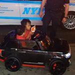 """""""嘿 小家伙 你们有驾照吗?""""纽约警察开罚单 双胞胎司机表现迷倒千万人!"""