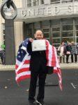 含泪活着 丁尚彪在美国公民考合格