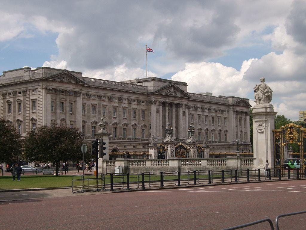 白金汉宫并不总是官方的皇家住所 - 关于皇室的迷人事实 - 它是美好的