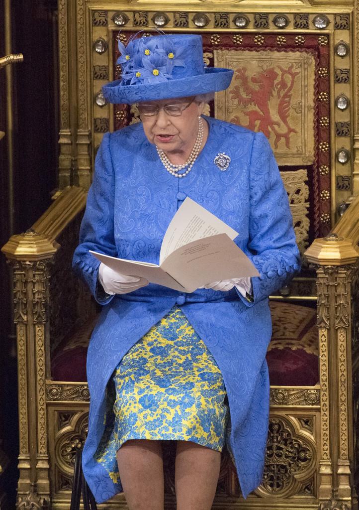 他们不允许有政治观点 - 关于皇室的迷人事实 - 这是美好的