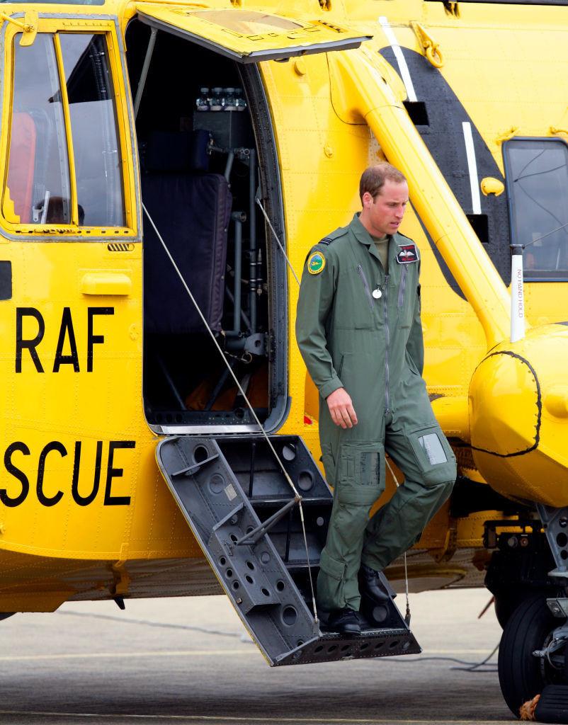 威廉王子在英国皇家空军搜救队服役 - 关于王室的迷人事实 - 这是美好的