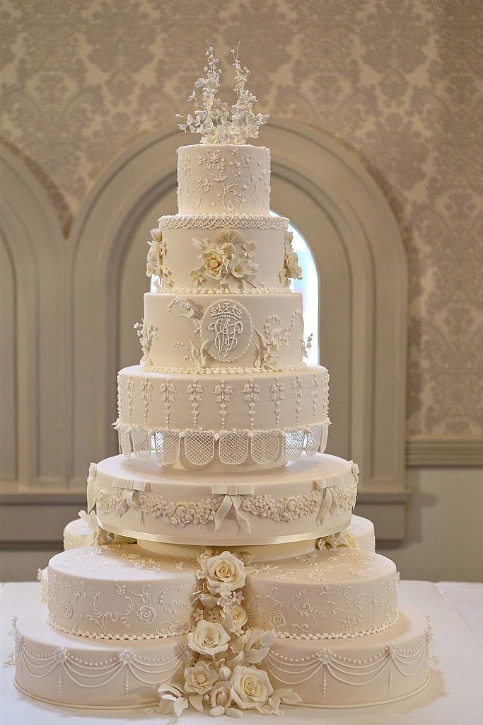 皇室成员在洗礼时吃婚礼蛋糕 - 关于皇室的迷人事实 - 这是玫瑰色